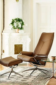 streamlined and incredibly comfy as recliner option...... Stressless City | Chair