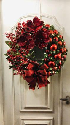 Luxury Christmas Decor, Rose Gold Christmas Decorations, Classy Christmas, Christmas Tree Decorations, Christmas Crafts, Merry Christmas, Christmas Ornaments, Lollipop Decorations, Xmas Wreaths