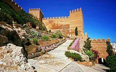 """CASTLES OF SPAIN - Alcazaba de Almería, Andalucía. Fue en el año 955 cuando el primer califa de Al-Ándalus, Abd al-Rahman III, ordenó construir la Alcazaba sobre una fortaleza anterior. La Alcazaba fue fortaleza militar y sede de gobierno, se perfeccionó todo el conjunto y se amplió con Almanzor """"el victorioso"""", y más tarde alcanzó su máximo esplendor con Al-Jairán, primer rey independiente de la taifa almeriense(1012–1028)."""