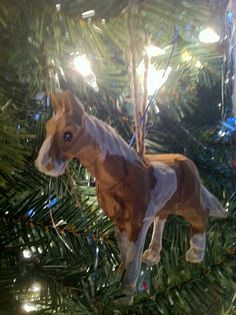the wooden horse Easy Ornaments, Wooden Ornaments, Wooden Horse, Hand Painted, Horses, Holidays, Heart, Crafts, Animals