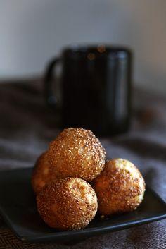 Fried sesame balls with banana filling