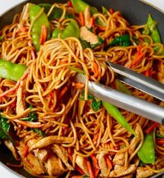 Easy Chicken Lo Mein at home - These 20 minutes wonder inspired by Asian noodle stir-fry is super easy Load with crispy veggies chicken and long noodles in a saucy sauce A family favourite dinner that you would love Vietnamese Recipes, Asian Recipes, Healthy Recipes, Ethnic Recipes, Chicken Stir Fry With Noodles, Asian Noodles, Chicken Lo Mein, Asian Chicken, Hoisin Sauce