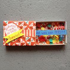 luciferdoosje feestelijk aangekleed Little Presents, Matchbox Art, Cute Diys, Party Gifts, Shadow Box, Quilling, Cardmaking, Paper Art, Birthday Gifts