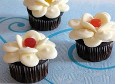 """Everblossom Cupcakes When these flowers bloom in Pixie Hollow, the fairies know it's time to change winter to spring. Make your own """"everblossoms"""" in the form of these cute and delicious cupcakes. Disney Cupcakes, Fairy Cupcakes, Flower Cupcakes, Baking Cupcakes, Yummy Cupcakes, Cupcake Recipes, Cupcake Cakes, Mocha Cupcakes, Gourmet Cupcakes"""
