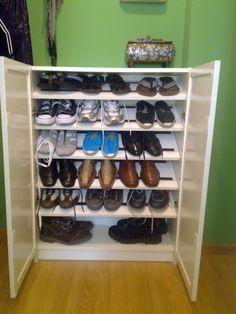 Cómo organizar un zapatero para 20 pares de zapatos en una estantería BILLY de Ikea. Optimiza y ordena con Piratas de Ikea.