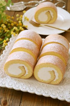 Japanese Dishes, Desert Recipes, Hot Dog Buns, Food To Make, Cake Recipes, Deserts, Roll Cakes, Sweets, Bread