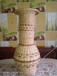 Поделка изделие 8 марта Квиллинг Плетение Первая ваза корзинки шкатулки Бумага газетная Бумажные полосы Трубочки бумажные фото 1