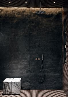 Edgy Bathroom // Black stone shower wall with integrated lighting, slatted wood floor, marble seat ACQuiRE underSTANDiND DiAiSM ArTriBuTE Modern Bathroom Design, Bathroom Interior Design, Marble Interior, Stone Interior, Bathroom Designs, Wabi Sabi, Interior Design Blogs, Simple Interior, Luxury Interior