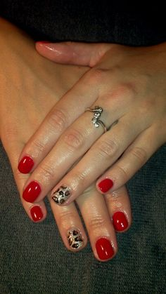 Leopard and red. Hot nail combo.