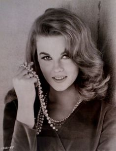 Ann-Margret photos from The Cincinnati Kid, etc - Apr 2009 Classic Beauty, Timeless Beauty, Vintage Hollywood, Classic Hollywood, Elvis Presley, Ann Margret Photos, Cincinnati Kids, Female Actresses, Classic Actresses