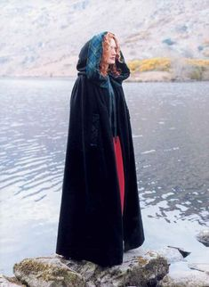 I've always wanted a cloak like this.  Damned romantic me!