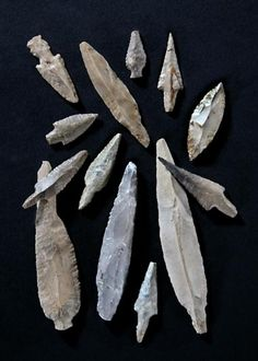 """The Shasu, originally from Moab and northern Edom, went on to form one major element in the amalgam that was to constitute the """"Israel"""" which later established the Kingdom of Israel.--Ashkelon Pre-Pottery Neolithic C flint arrowheads Native American Tools, Native American Artifacts, Native American Indians, Indian Artifacts, Ancient Artifacts, Stone Age Tools, Flint Knapping, Old Stone, Bronze Age"""