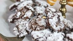 This festive classic cookie recipe also happens to be gluten free! Chocolate Crinkle Cookies, Chocolate Crinkles, Christmas Dishes, Christmas Cooking, Holiday Cookie Recipes, Holiday Baking, Flourless Chocolate, Chocolate Recipes, Marilyn Denis Show Recipes