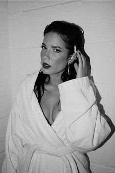Halsey Singer, Aesthetic People, Female Singers, Hollywood Celebrities, Girl Crushes, Shawn Mendes, Selena Gomez, Celebs, Beauty