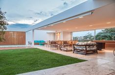 The Urban Residence by Marcelo Sodré in Sao Paulo, Brazil is a luxury modern home that blends the interior spaces with the outdoor areas. Casa Patio, Outdoor Living, Outdoor Decor, Big Houses, Modern Houses, Outdoor Areas, Outdoor Rooms, Residential Architecture, Architecture Portfolio