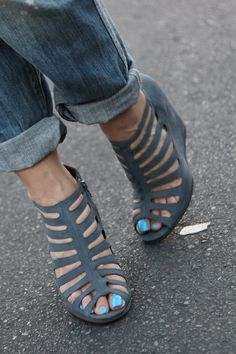 Fall wedges worn by ColorBlind Blog #Marshalls #falltrends