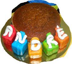 O bolo da escola, bolo de iogurte com pufs de pasta de açucar