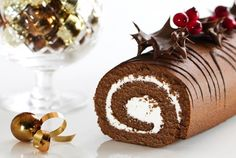 Mary Berry shows you how to make a foolproof chocolate yule log a.a Bûche de Noël. It's utterly delicious and a perfect alternative to Christmas pudding! Chocolate Log, Chocolate Icing, Christmas Chocolate, Chocolate Crinkles, Chocolate Recipes, Chocolate Swiss Roll Recipe, Chocolate Roulade, Chocolate Smoothies, Chocolate Mouse