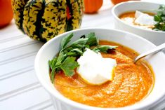 ThisLow-FODMAP Anti-Bloat and Anti-Inflammatory Healing Carrot Turmeric Ginger Soup is a delicious, wholesome, and warming soup that will sooth your stomach and keep you satiated. This recipe is low-FODMAP, paleo, Whole30 compliant, gluten-free, grain-free, dairy-free, vegetarian, and sugar-free.