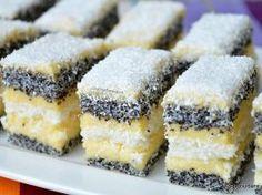 Prăjitură de casă cu mac și cremă de vanilie – rețeta cu blaturi din albușuri