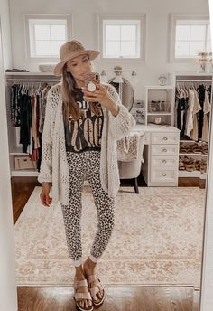 How to Look Glamorous in Loungewear - Instinctively en Vogue Casual Boho Outfits, Casual Outfits, Modest Outfits, Vogue Fashion, Boho Fashion, Casual Mom Style, Loungewear Set, Weekly Outfits, Comfortable Outfits