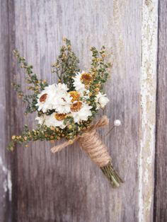 Simple COUNTRY Wedding Boutonniere Perfect for by theflowerpatch