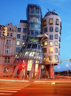 """Dancing House"" by Frank Gehrys! - Yup, either that house is really dancing or I need to wear a pair of really strong glasses ;P"