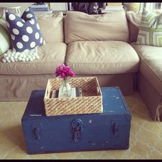couch / trunk coffee table