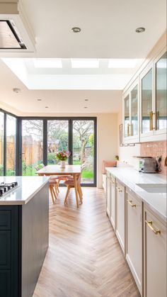 Bespoke Kitchen Projects in Kent, London, Essex, Hertfordshire and Surrey Small Kitchen Diner, Kitchen Diner Extension, Kitchen Nook, Kitchen Layout, New Kitchen, Kitchen Decor, Kitchen Design, Tyni House, Cuisines Diy
