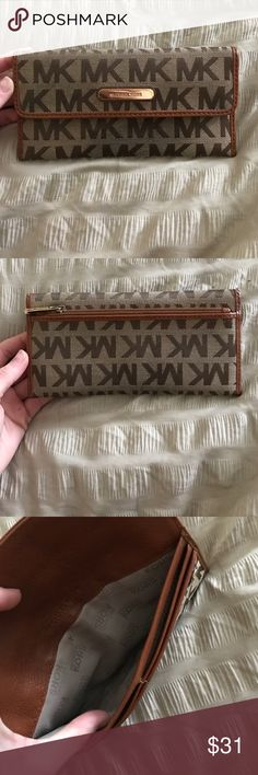 Authentic Micheal Kors wallet Super cute and in great condition Michael Kors Bags Wallets