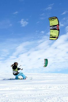 I want to try this so bad! #snowkite