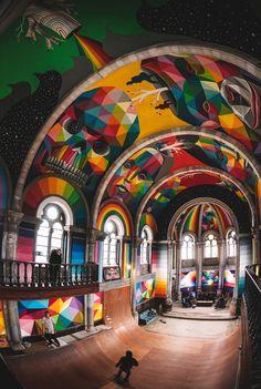 Já pensou em transformar uma Igreja em skate park? A igreja de Santa Barbara, nas Asturias, Espanha, estava abandonada fazia tempo, até que um coletivo chamado Church Brigade resolveu salvá-la e transformar em parque de skate público.