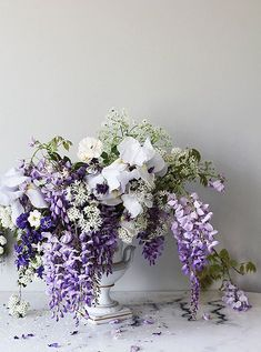Can't get enough of this beautiful, summer-garden inspired wisteria floral arrangement!