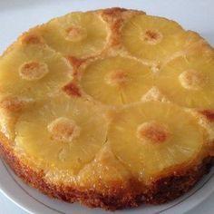 Le moelleux caramélisé à l'ananas est un délicieux gâteau très léger et croquant en surface grâce au caramel du sucre roux et de l'ananas.