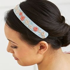 Designer: Sandie Zimmerman Sweet and simple in lazy daisies and cross-stitches, this felt headband attaches to an elastic headband. Materials: Two pieces of light gray felt Water-s… Embroidery Stitches, Embroidery Patterns, Hand Embroidery, Flower Embroidery, Cross Stitches, Embroidery Bracelets, Learn Embroidery, Flower Crafts, Diy Flowers