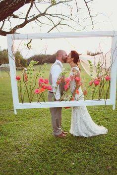 Top 11 ideas for organizing the Wedding Photo Zone - Hochzeit - DIY Wedding Frames, Diy Wedding, Rustic Wedding, Wedding Flowers, Dream Wedding, Wedding Day, Hawaii Wedding, Trendy Wedding, Wedding Ceremony