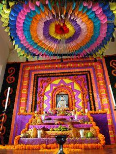 Naolinco, Ver.– Naolinqueños y visitantes celebran el 2 de noviembre en medio de un ambiente de fiesta y con la alegría y el folclor que caracterizan estas fechas.