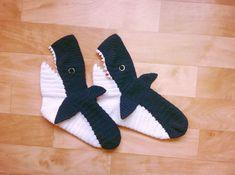 Носки Акулы - LanaDav   Дневники.Ykt.Ru Knitting Socks, Knit Socks, Shark Slippers, Crochet Clothes, Dinosaur Stuffed Animal, Fashion, Tricot, Shoes, Socks