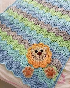 Beautiful crochet blanket with a very simple pattern but with a touch of grace. It's a six-day blanket that will make the room and baby comfortable. Just to put the eyes the heart fills with joy. Share the link with joy with those who love crochet. >> Free pattern crochet blanket here