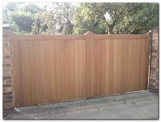 50+ Classic Wooden Gates Will Make Your Home Look Great - The Urban Interior