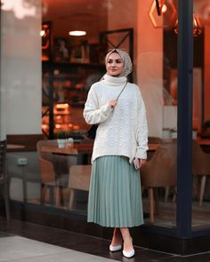 48 Ideas Dress Hijab Fashion Muslim Girls Source by hijab Street Hijab Fashion, Muslim Fashion, Modest Fashion, Skirt Fashion, Fashion Outfits, Trendy Fashion, Trendy Style, Fashion Fashion, Modest Dresses