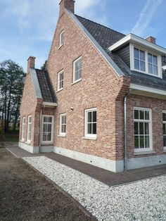 Newly built house in classic English style Dream Home Design, House Design, Brick Detail, Stucco Homes, Belgian Style, Mansions Homes, Cabins And Cottages, Brickwork, Classic House