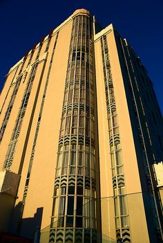 Beautiful Architecture, Architecture Design, Art Nouveau, Streamline Art, Sunset Strip, California History, Art Deco Buildings, Los Angeles Area, City Of Angels
