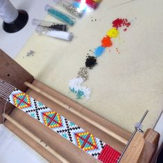 A custom variation on the Ranchero. Bead Loom Bracelets, Beaded Bracelet Patterns, Bead Loom Patterns, Peyote Patterns, Beading Patterns, Quick And Easy Crafts, Native American Beading, Loom Beading, Bead Weaving