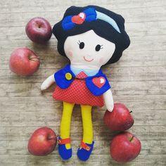 Snow White Doll with felt details Snow White Doll, Fabric Dolls, Felt, Christmas Ornaments, Holiday Decor, Xmas Ornaments, Felting, Christmas Jewelry, Feltro