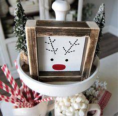 Christmas Wood Crafts, Christmas Signs Wood, Rustic Christmas, Christmas Projects, All Things Christmas, Winter Christmas, Holiday Crafts, Christmas Holidays, Christmas Decorations