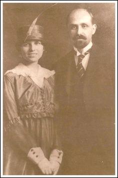 Personajes de Huelva: Fotografía de boda de Juan Ramón Jiménez y Zenobia en 1916. Zenobia Camprubí Aymar, (Malgrat de Mar, 31 de agosto de 1887-San Juan de Puerto Rico, 28 de octubre de 1956) fue una escritora y lingüista española. Contrajo matrimonio con Juan Ramón Jiménez en 1916, y desde ese momento y hasta su fallecimiento, 40 años más tarde, se convirtió en compañera inseparable y decisiva colaboradora del poeta en todos sus proyectos literarios.