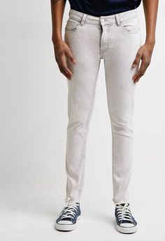 You can never have too many pairs of skinny jeans in your wardrobe, especially if they're crafted in a faded denim with a frayed hem like this pair. They're perfect for casual Fridays, nights on the town, and everywhere in between. Five-pocket construction, zip fly   Price : 27.90$Woven 99% cotton, 1% spandex 29″ inseam, 28″ waist, 8″...