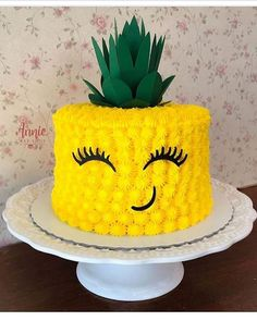 Stand Tall Like a Pineapple 🍍🍍🍍 Cake Design via 💛💛💚💚👌 Luau Cakes, Party Cakes, Pinapple Cake, Pinapple Birthday Cake, Luau Birthday Cakes, Birthday Ideas, 2nd Birthday, Drop Cake, Hawaiian Party Decorations