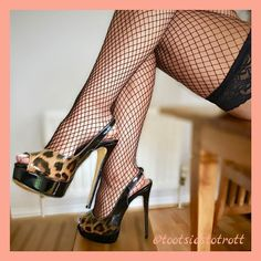Sexy Legs And Heels, Hot Heels, Sexy High Heels, High Heels Stilettos, Stiletto Heels, Stockings Outfit, Stockings Heels, Crochet Shorts Pattern, Nylons Heels